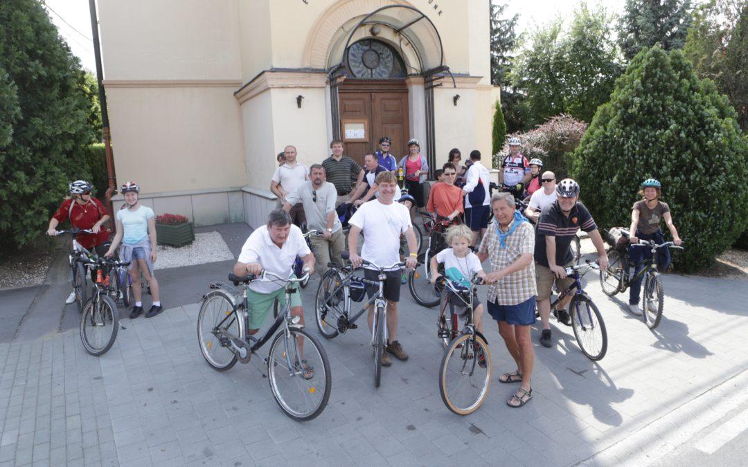 Evangélikus bringás istentisztelet a VI. Csömöri Bringafesztiválon